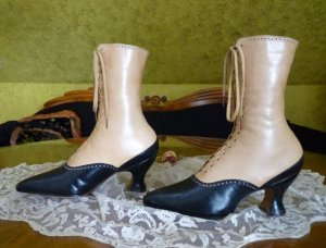 antique-two-ton-lace-up-boots