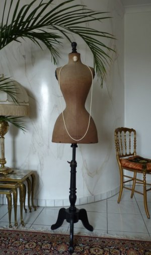 antique-wasp-waist-mannequin