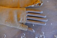 16 antique gloves 1825
