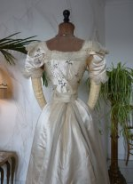 35 antikes Opernkleid 1890