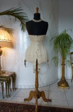 9 antique corset 1904
