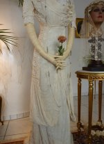 8b antique wedding dress
