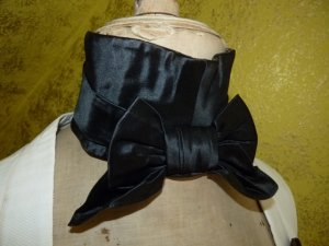 antique stock collar, stock collar 1830, stock collar 1840, antique cravat, cravat 1830, cravat 1840, antique neckscarf,neckscarf 1830, neckscarf 1840, antique mens clothing