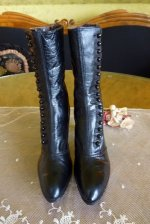 13a antique button boots