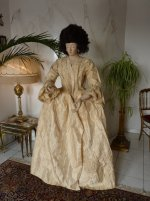 1 antique mannequin 1800