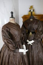 6a antique afternoon dress 1840