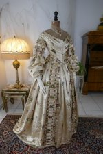 42 antique court dress 1838