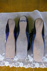 10 antique shoes 1850