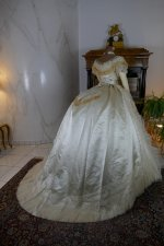 33 antique ball gown 1864