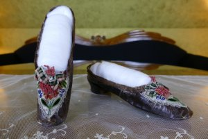antique shoes 1840