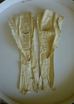 100 antique gloves 1900