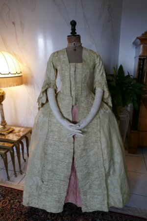 antique robe a la francaise 1770