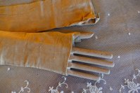 1 antique gloves 1825