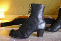 7 antique boots 1910