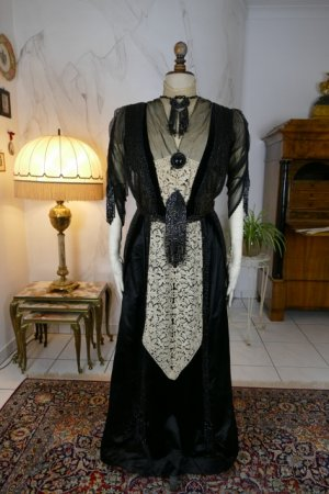 antique dinner dress Hamburg 1906