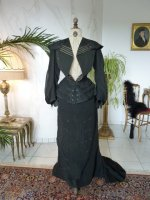 30 antique walking gown 1901