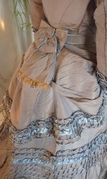 21 antique dress 1877