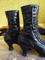 8 antique button boots