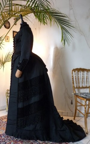 antique dress, antique gown, dress 1880, gown 1880, antique bustle dress, antique bustle gown, antique afternoon dress, antique dinner bustle gown