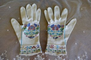 antique gloves 1834