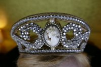 1 antique tiara 1910