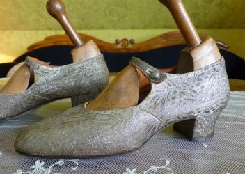 antique flapper shoes 1920