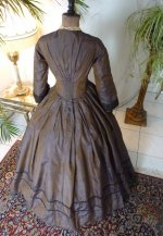 29 antique Gown 1840