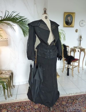 antique walking gown 1901