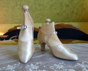 antique shoes 1922