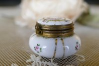 1 antique little Boudoir jar 1920