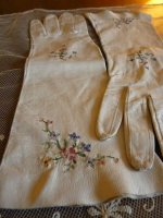 3 antique-embroidered-gloves