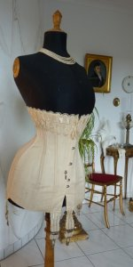 5 antique corset 1904