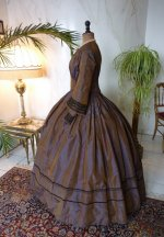 22 antique Gown 1840