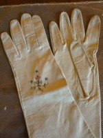 8 antique-embroidered-gloves