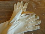 10 antique-embroidered-gloves