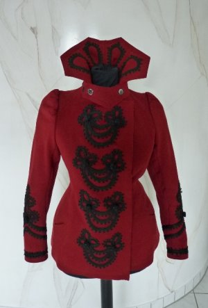extravagant red jacket 1898 Hauptbild