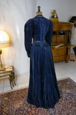 31 antique walking dress 1899