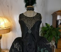 1 antique robe de style 1924