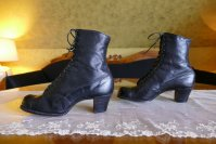6 antique boots 1910