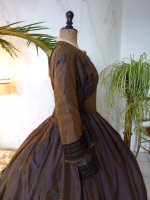 31 antique dress 1840