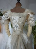 36 antikes Opernkleid 1890