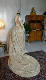 32 antique court dress 188