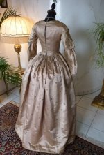 30 antique dress 1840