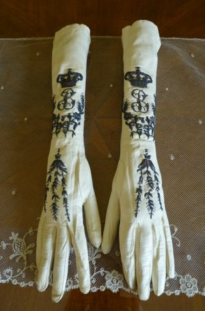 neu antique gloves 1900