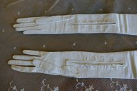 6 antique gloves 1905