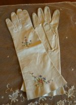 7 antique-embroidered-gloves
