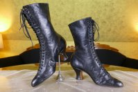 12 antique boots 1899