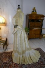 24 antique dress 1901