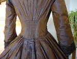 25 antique Gown 1840