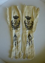24 antique gloves 1900